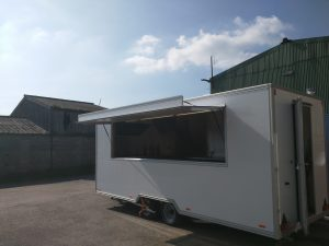 3.8m serving hatch with perspex sliding windows